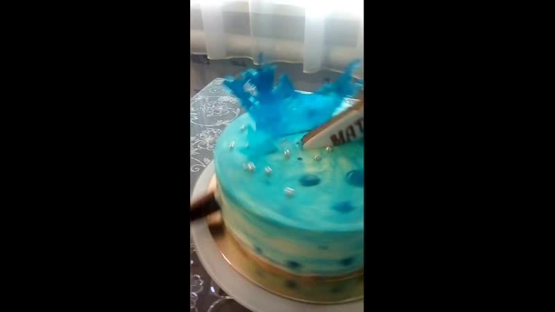 Вот такой яркий и красивый торт заказала мама для своего любимого сына который очень любит заниматься спортом особенно хоккеем