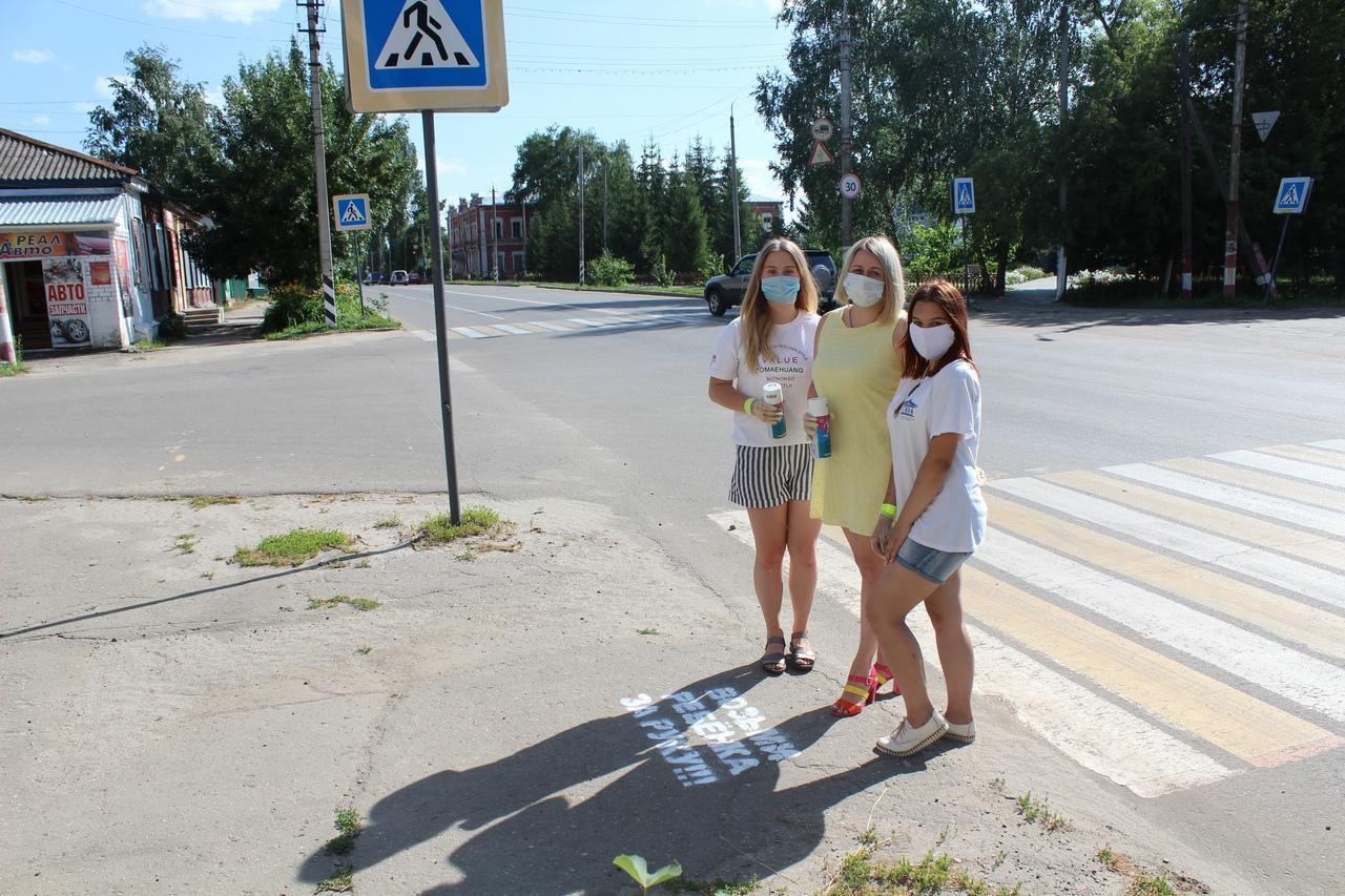 """Госавтоинспекция Петровского района, активисты и общественники провели акцию """"Возьми ребёнка за руку"""""""