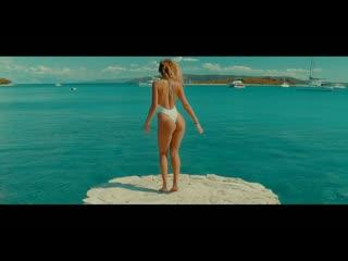 Funkstar De Luxe - Sun Is Shining (Sean Finn Radio Remix) (Music Video)