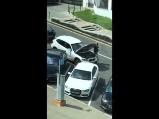 Девушка на BMW заблокировала движение в центре Минска