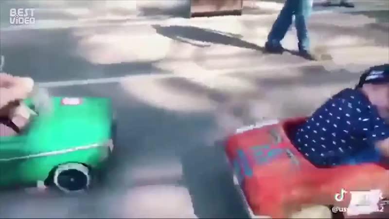 Захватывающая гонка на веломобилях