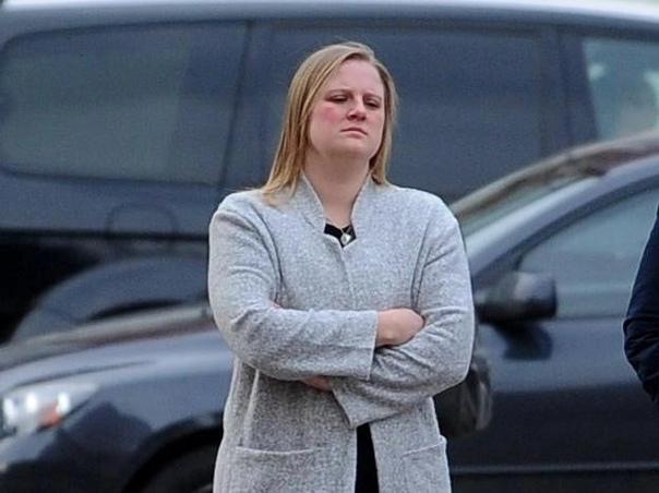 Медсестра проиграла 8 миллионов рублей, собранные на лечение умирающего сына, из-за чего он скончался Медсестра из английского города Лидс, графство Йоркшир, проиграла на букмекерских сайтах