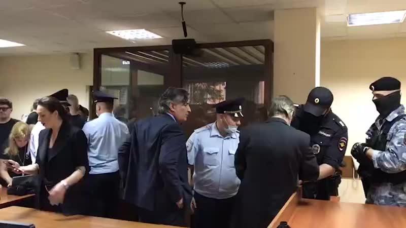 Ефремов в наручниках