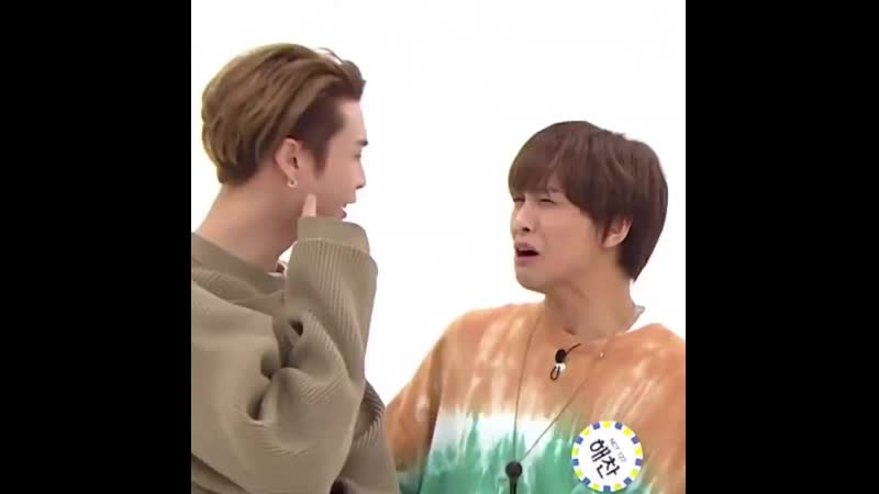 200325 weekly idol when doyoung try to tease haechan AND LOOK AT JOHNNY