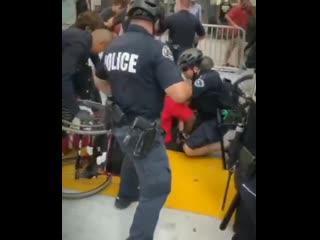 Со смыслом, как полиция в США задерживает инвалида