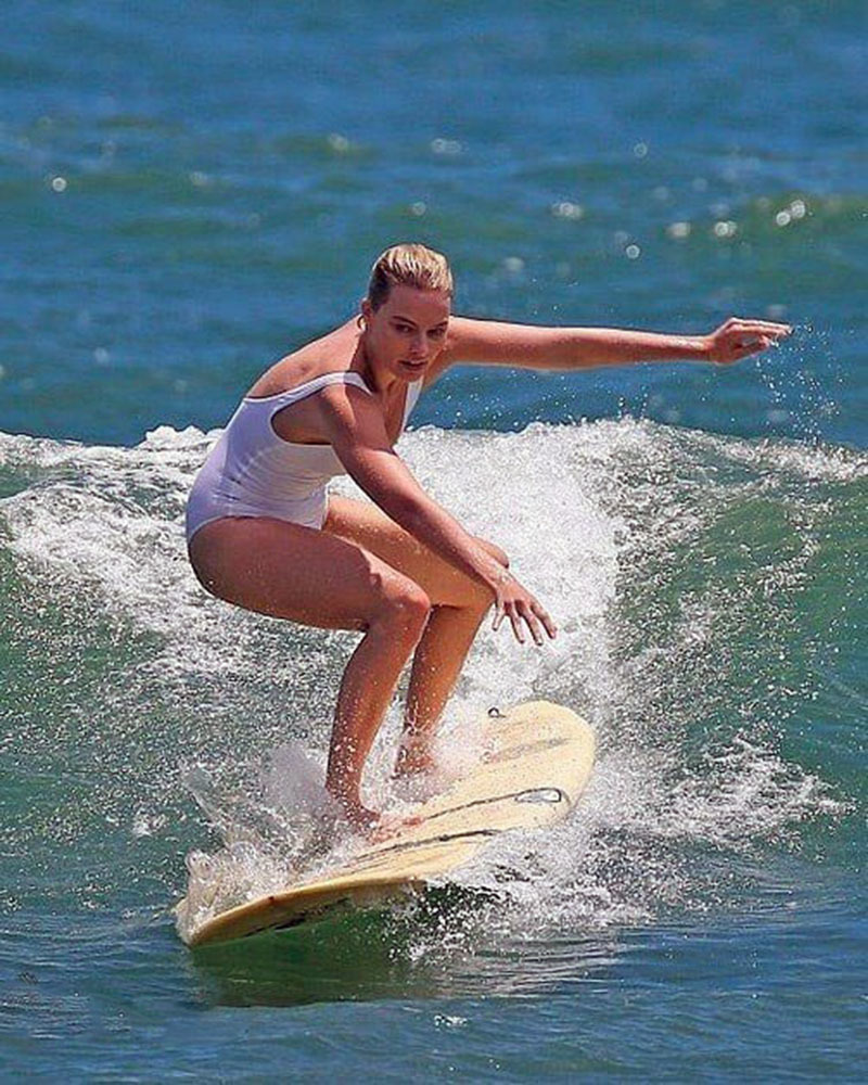 Марго Робби и сёрфинг
