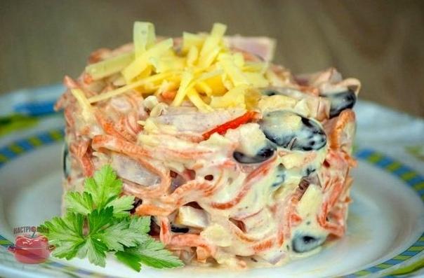 «Мясная феерия» Вкуснейший салат из мясного микса.... на прааздникиииии...)))И он точно придется по вкусу Белой Крысе Ингредиенты:100 г мяса вареной курицы, ветчины, вареного говяжьего языка;2