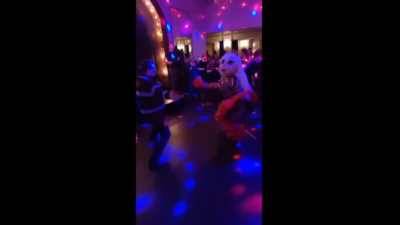 Анжелика поздравляет женщин с 8 марта! Танцует и гадает гостям ресторана Вкус граната, г. Калуга