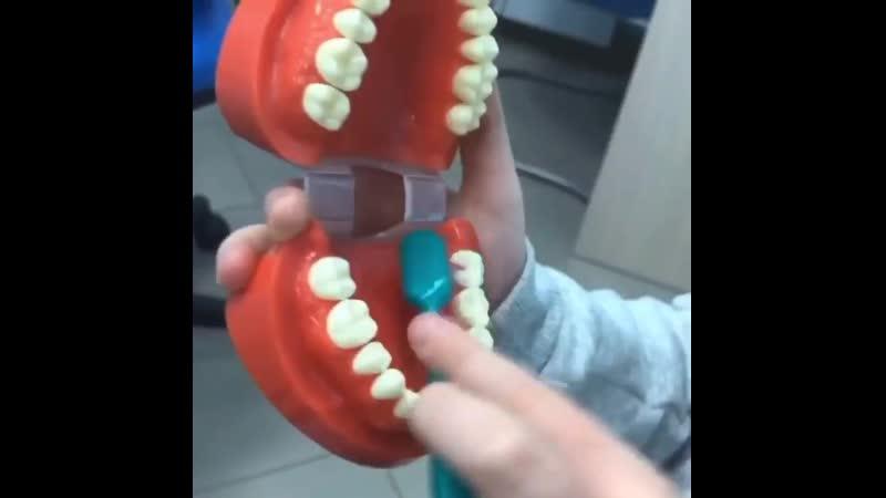 Кто научил чистить зубы помните?⠀Такой простой вопрос а вспомнить очень трудно. Практически не возможно ведь это было так д