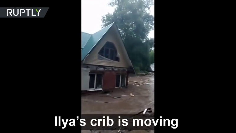 'Ilya's house is on the move ' A dam broke in the city of Ruza leaving buildings FLOATING around