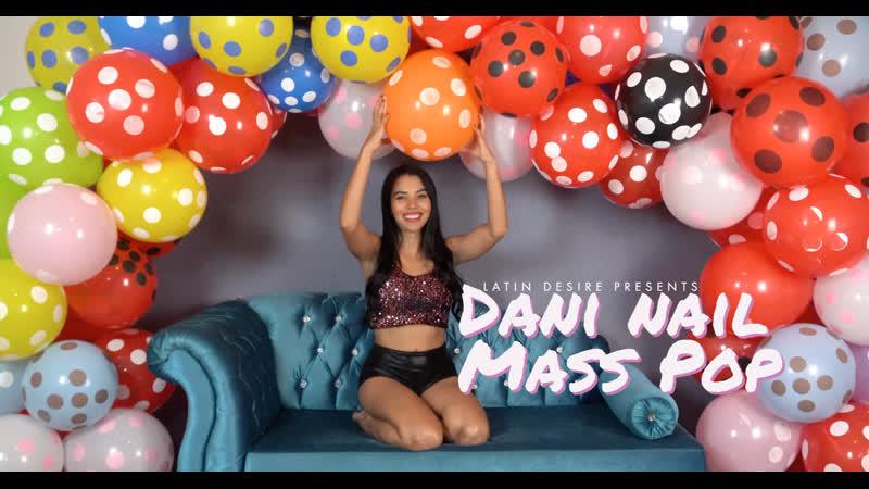 Dani Nail Mass Pop Polka Garland is on 106942