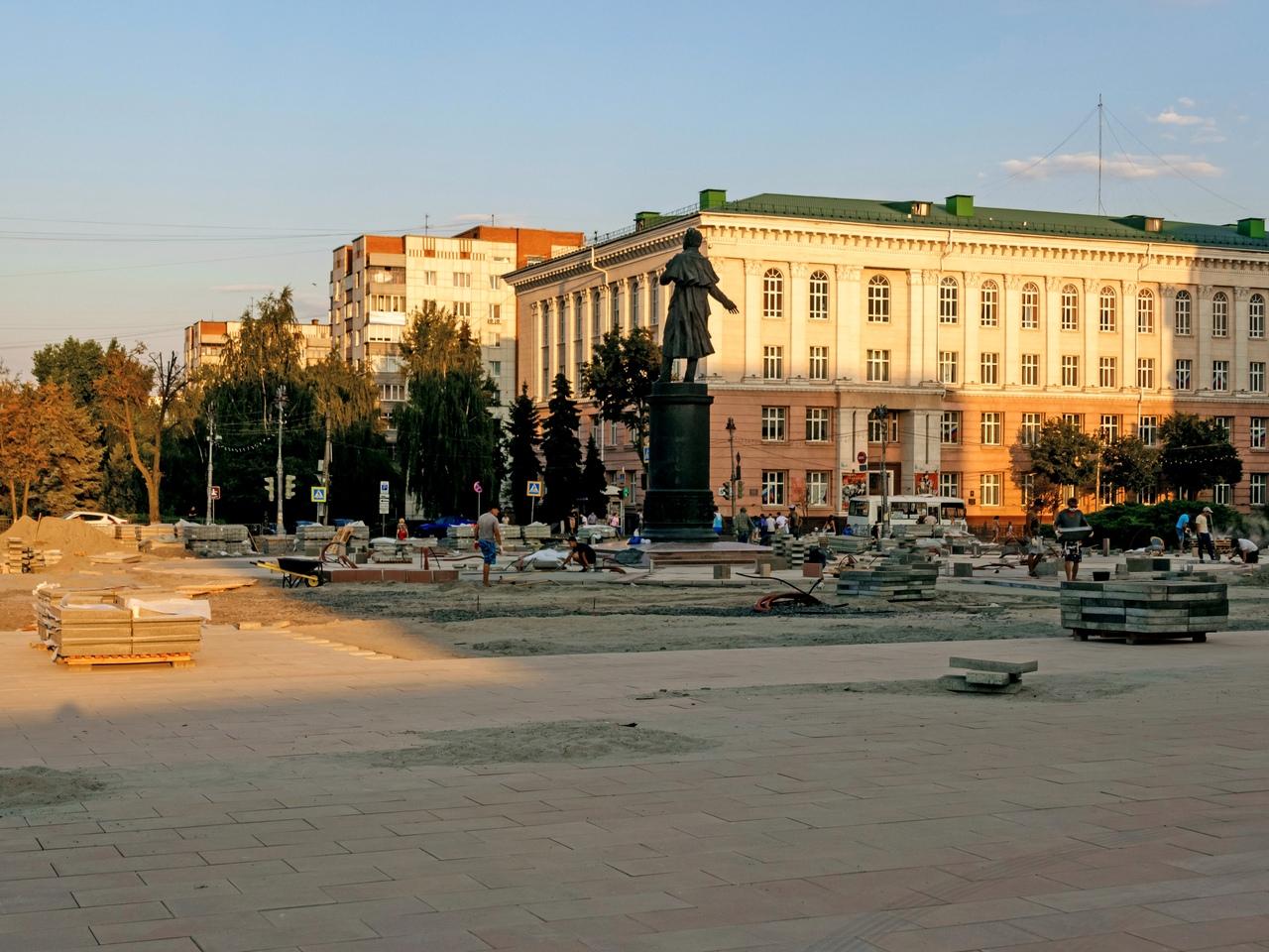 Роман Старовойт раскритиковал качество работ на Театральной площади