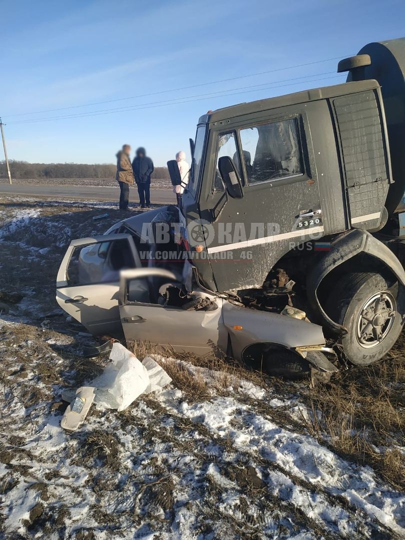 Три пенсионерки погибли в столкновении «КАМАЗа» и «Калины» под Курском