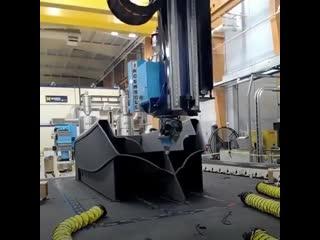 Как печатают настоящую лодку на большом 3D-принтере