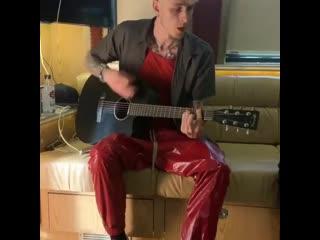 Machine Gun Kelly исполняет трек Lil Peep под гитару Рифмы и Панчи