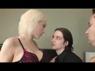 Муж и жена две суки-шлюхи whore cuckold