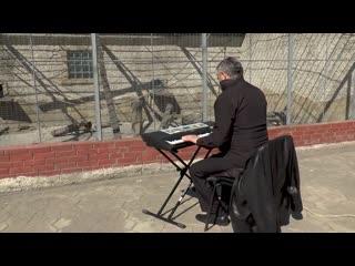 В Одессе директор зоопарка устроил концерт для зверей