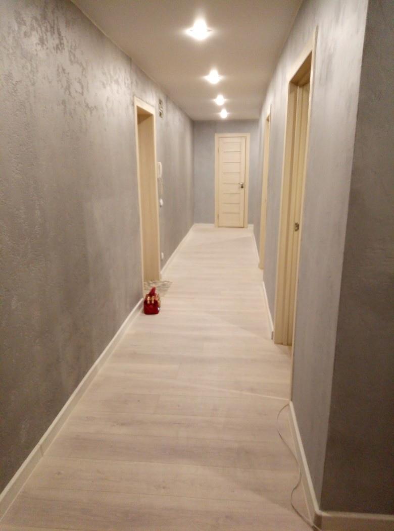 Делюсь фото своего ремонта в длинном и узком коридоре. Стены полностью делала сама