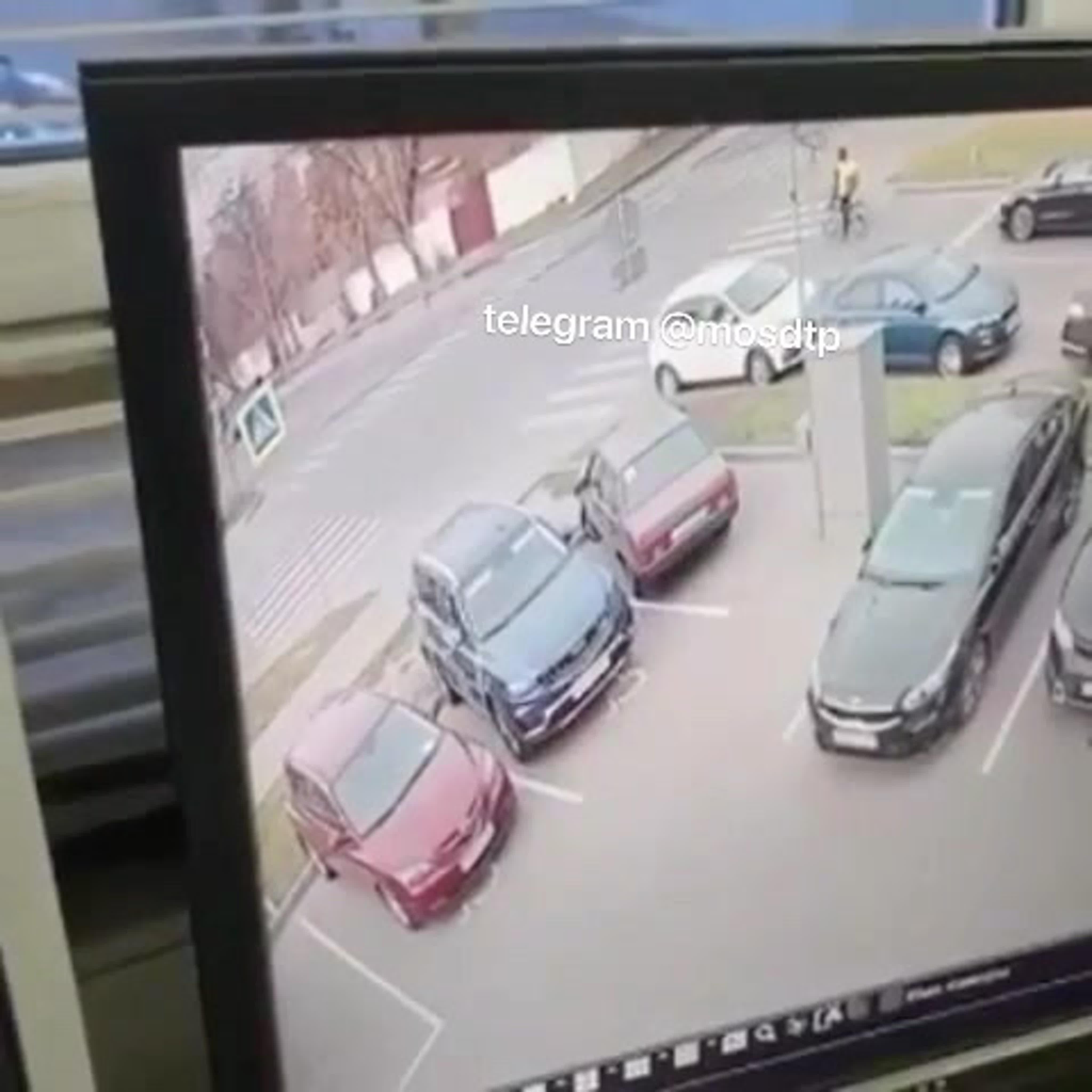Мужчина на электросамокате погиб, столкнувшись с Газелью на пересечении Байкальской и Иркутской улиц