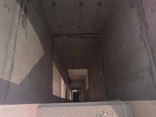 В Заречном микрорайоне рабочий упал в шахту лифта ...