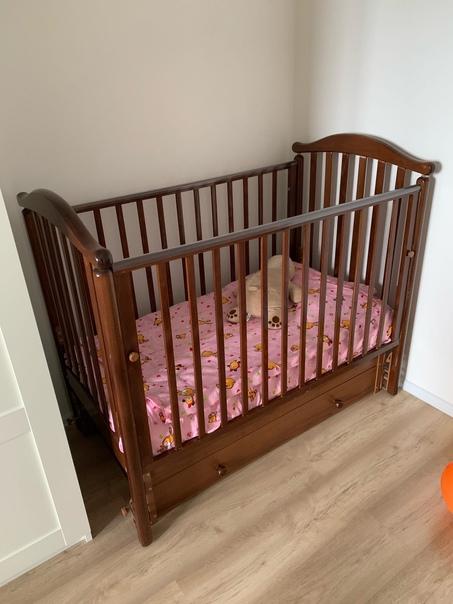Отдам даром детскую кроватку , немного расшатана ,...