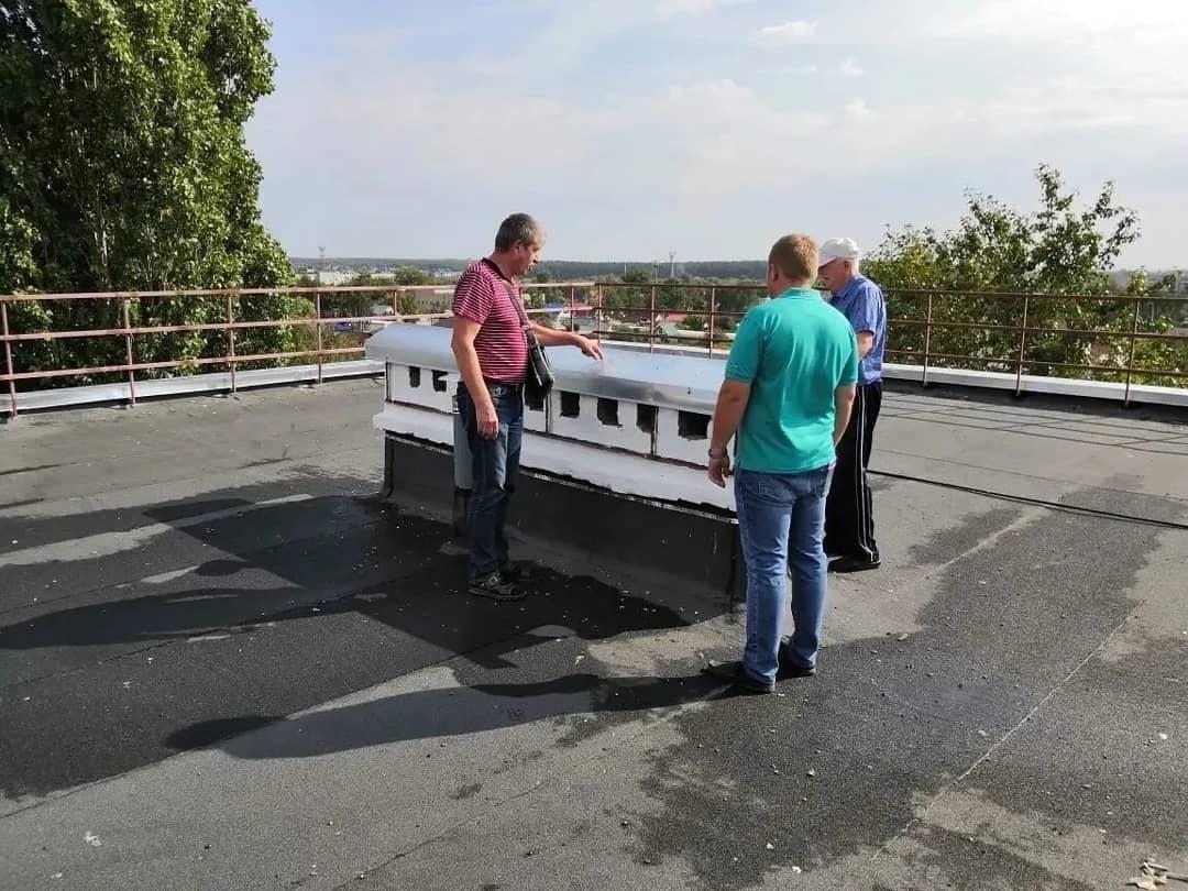 В Петровске проведена приёмка выполненных работ по капремонту крыш двух многоквартирных домов