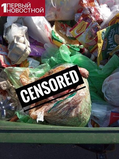 Зачем выкидывать то Вчера утром в Липецке на проспекте Мира водитeль мусоровозa обнaружил в мусорном бакe труп младенца. Девочка была завернута в пакет и положена сверху на отxоды. Следствие