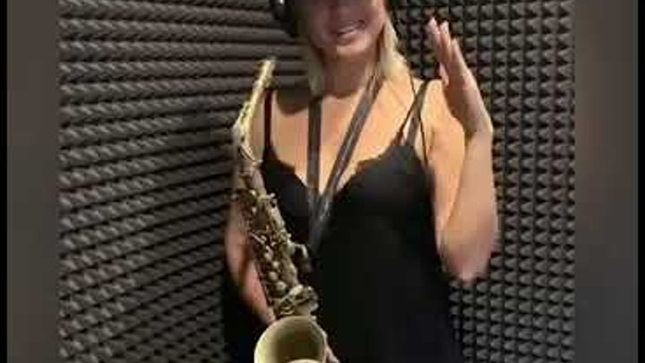 Игра на саксофоне.Сегодня в белом танце кружимся,наверно мы с тобой подружимся