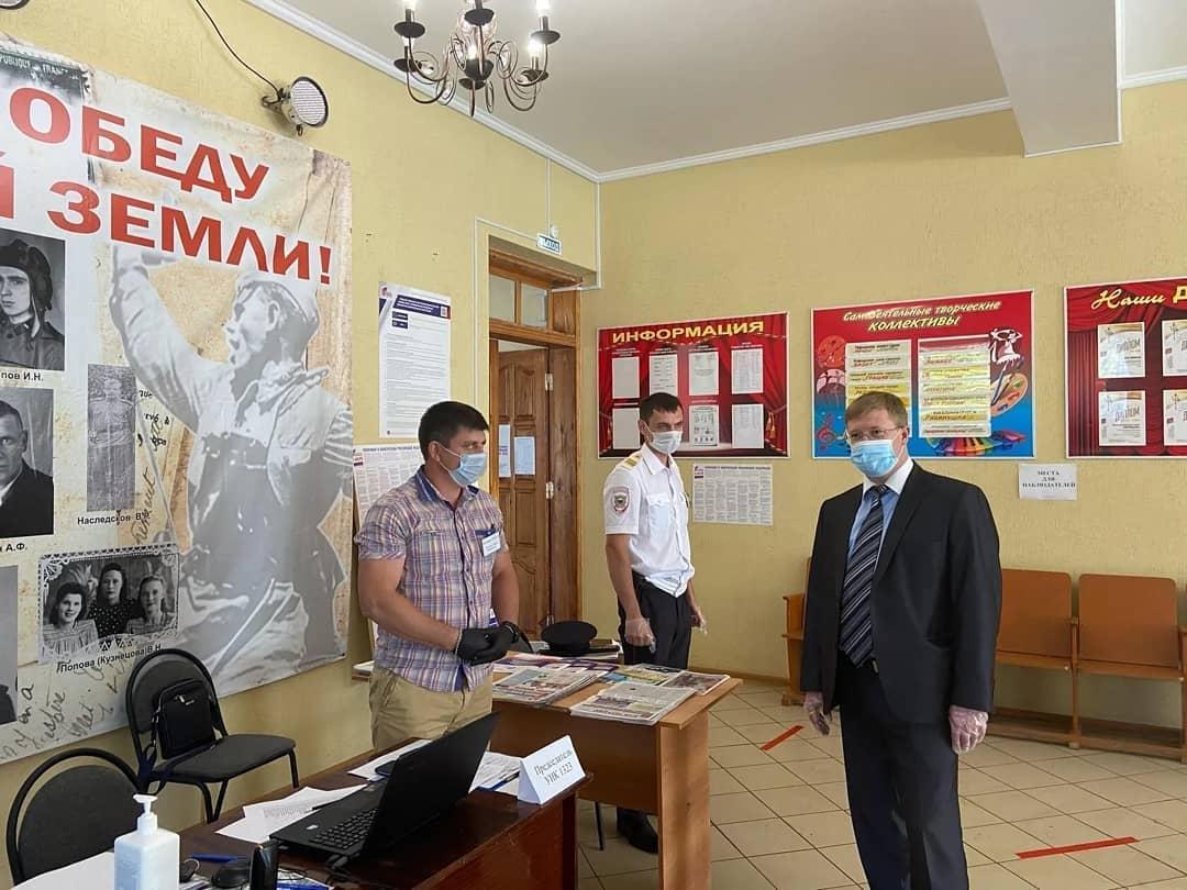 Глава Петровского района Денис ФАДЕЕВ осмотрел избирательный участок в районном Доме культуры